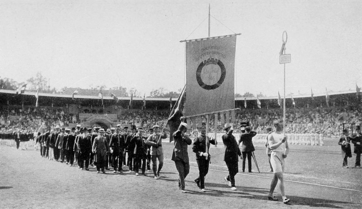 Swedish team at the opening ceremony of the 1912 Olympics.