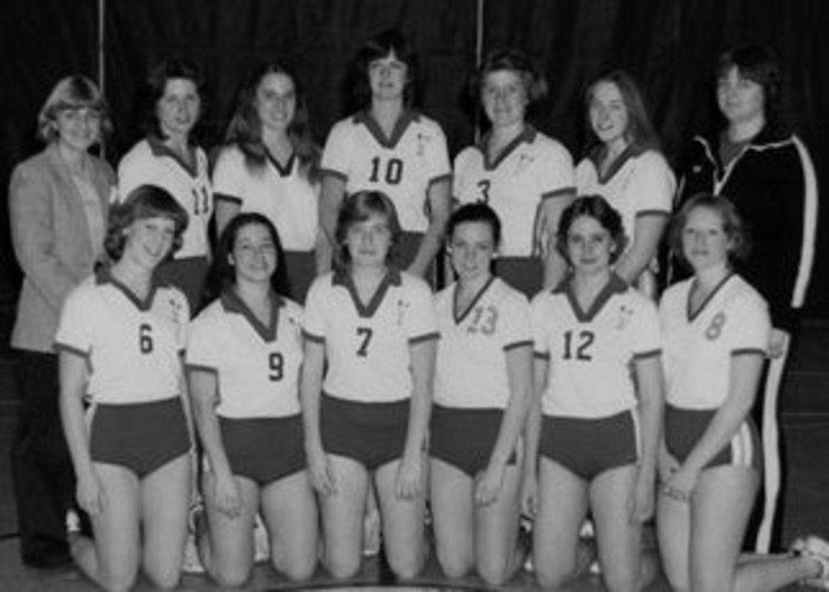 Bun huggers were very popular for many years. These  volleyball uniforms had shorter shorts, but baggier tops than most teams today.
