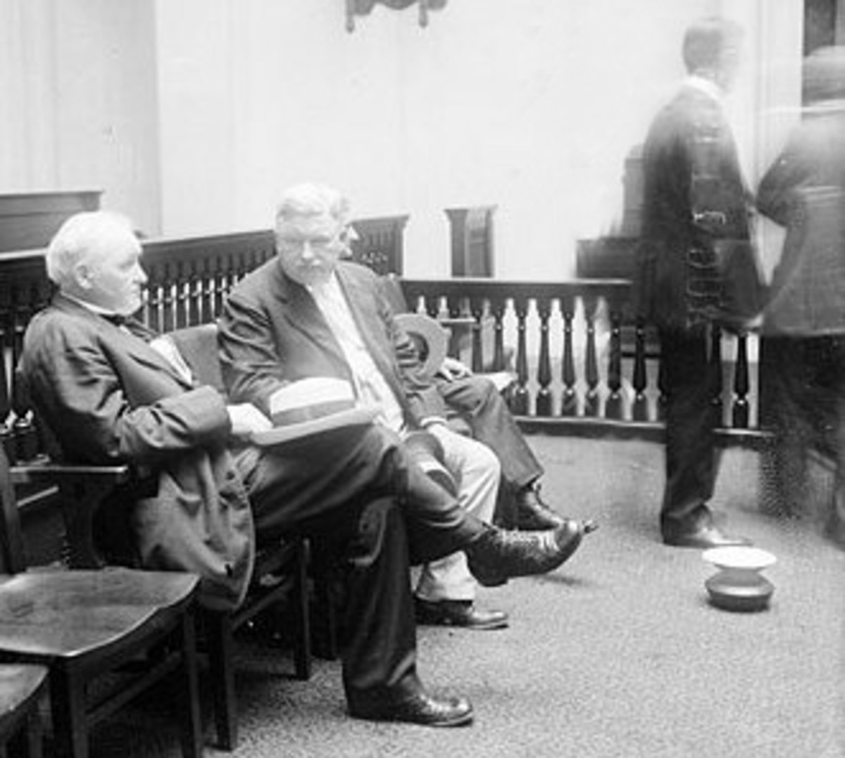 A spittoon is shown on the floor in a Chicago courthouse in 1910