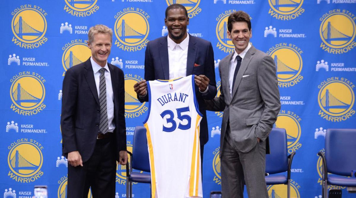 Durant joins the Warriors.