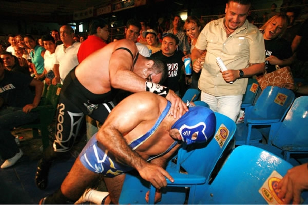 Blue Panther in a brawl