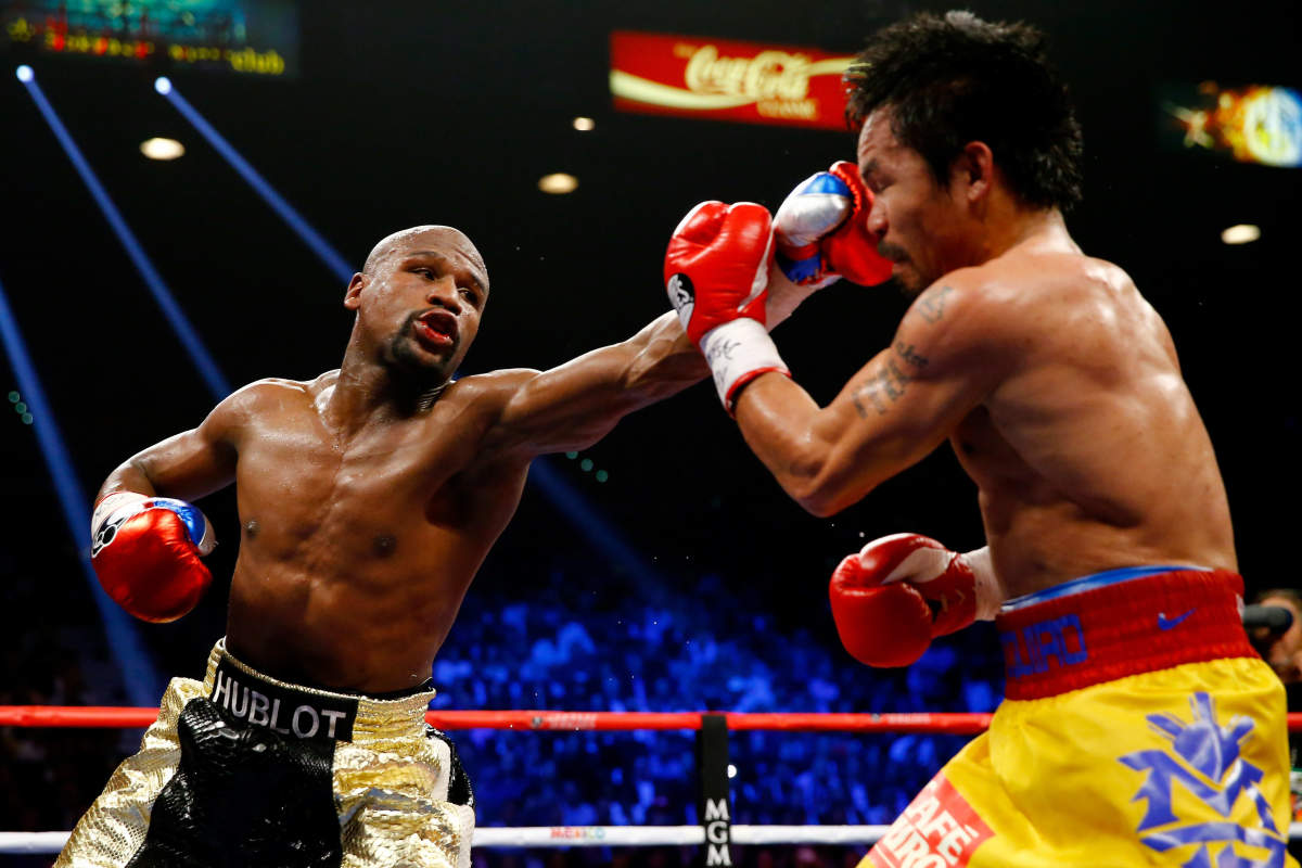 Floyd Mayweather Jr has pretty long arms for his height.