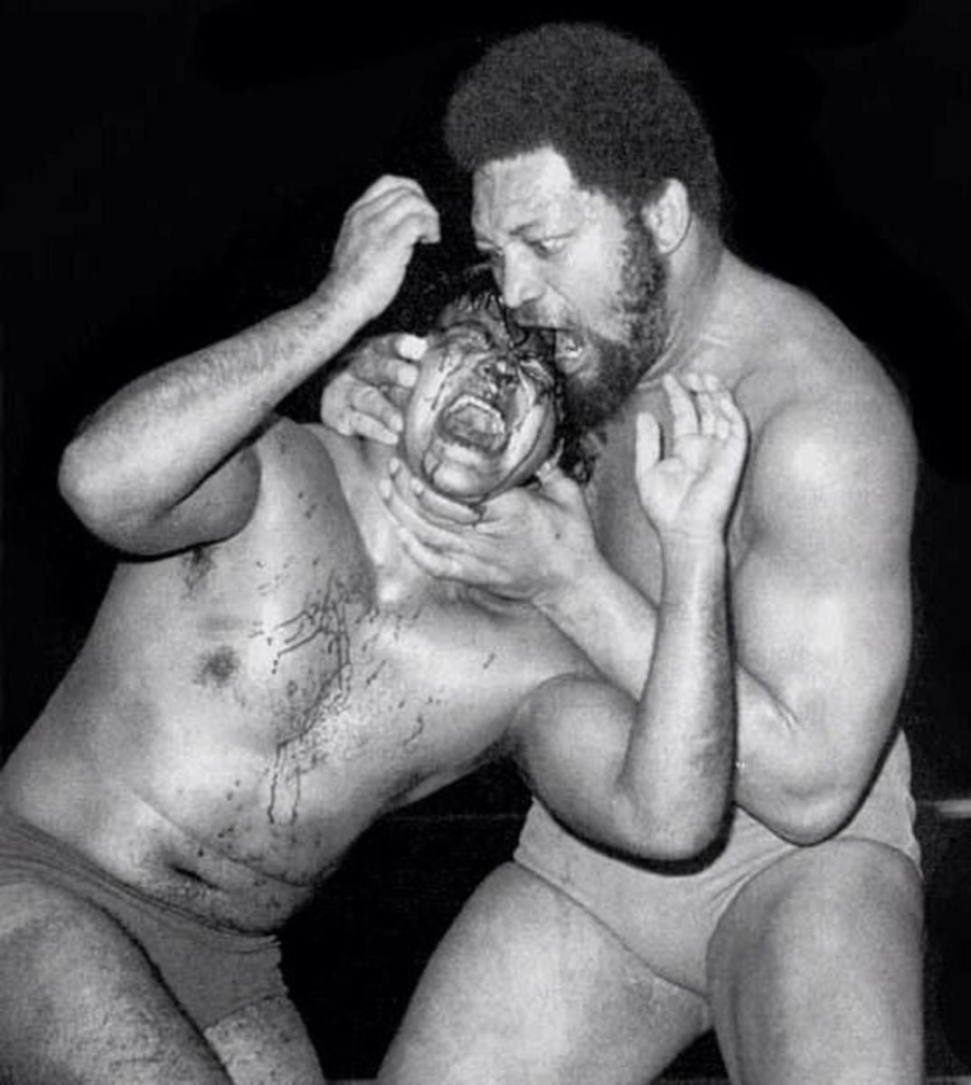 Chavo getting bitten by Ernie Ladd