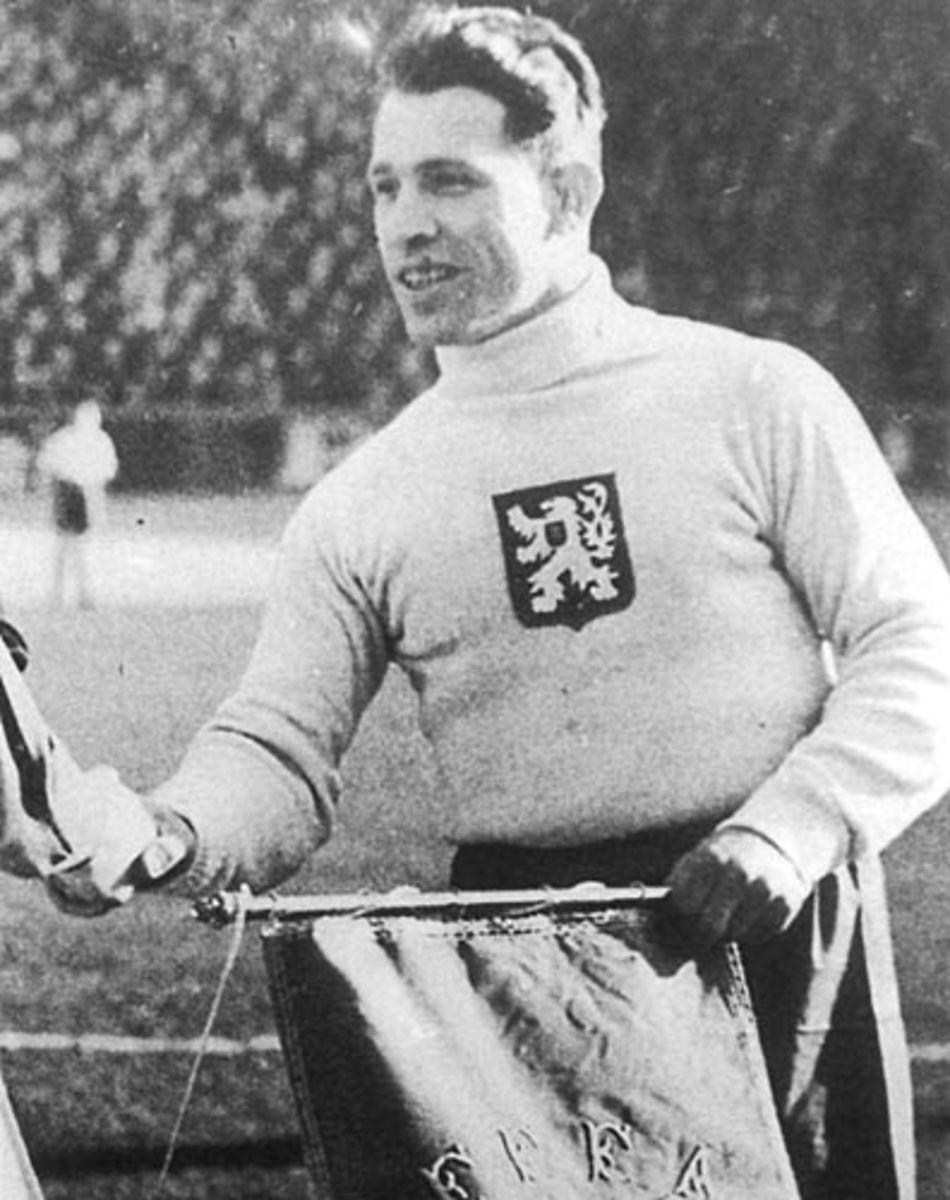 František Plánička was never cautioned or sent off in his career.