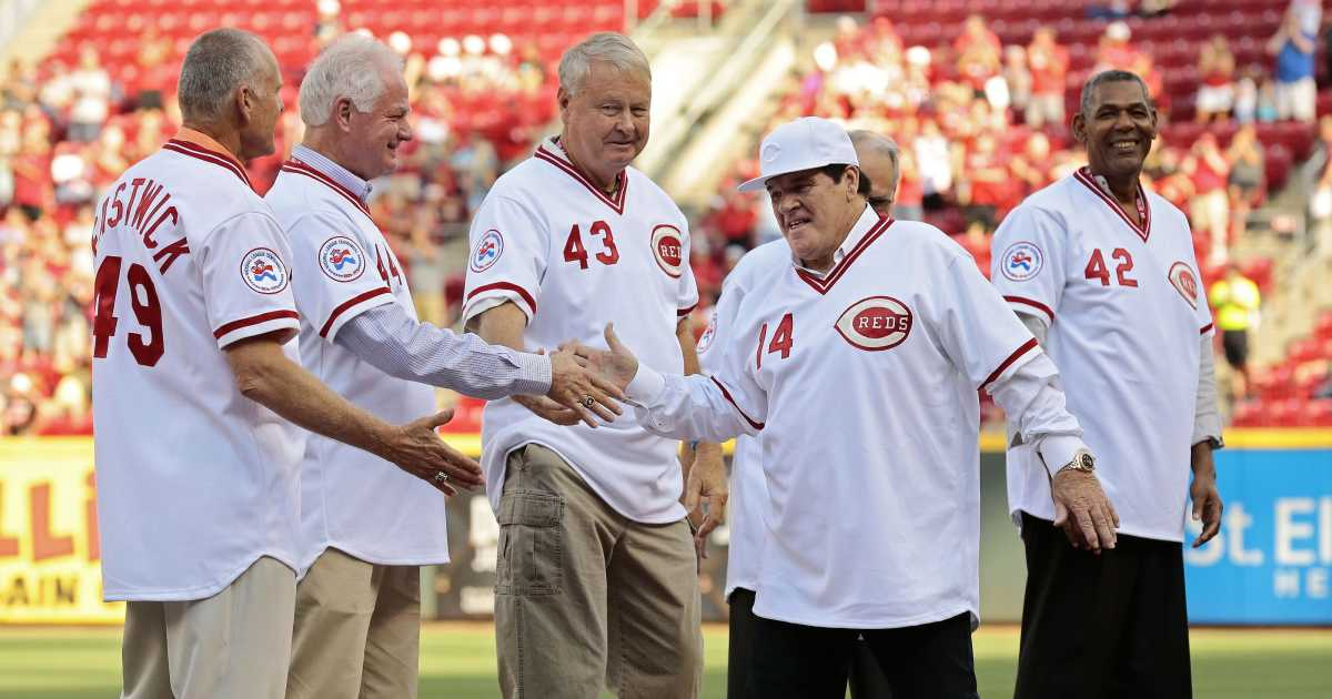 Pete Rose is greeted by his old teammates during a 2016 reunion.