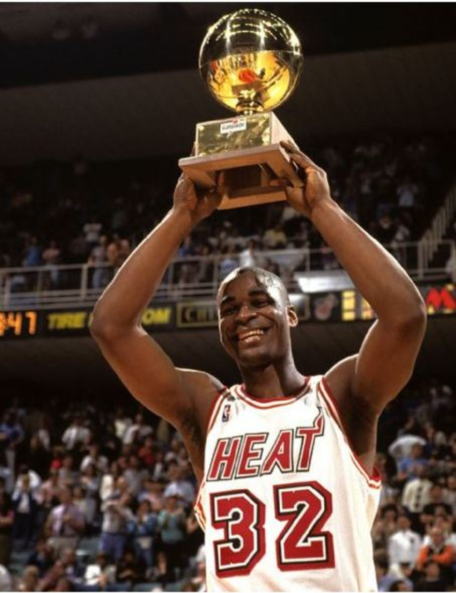 Harold Miner Hoists The Slam Dunk Championship Trophy