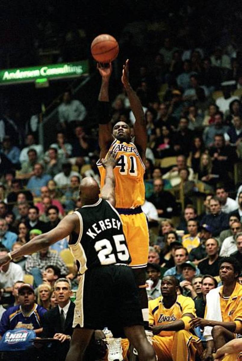 Glen Rice Shoots over Jerome Kersey.
