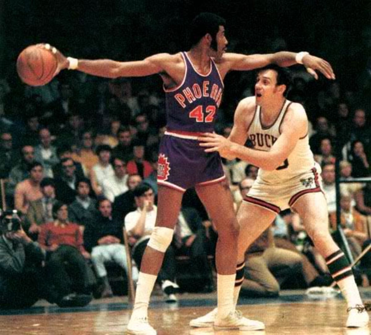Connie Hawkins was inducted into the Hall of Fame in 1992.