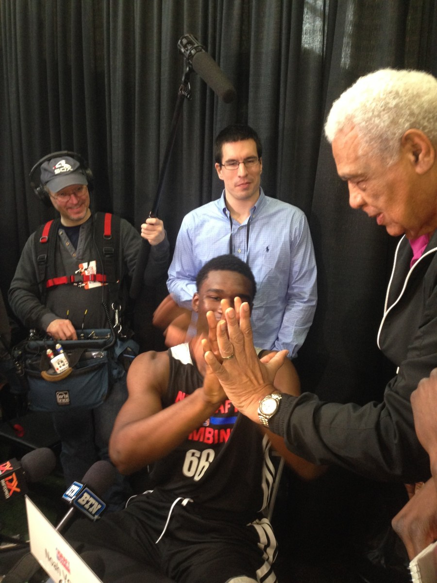 Wayne Embry compares hands with Vonleh