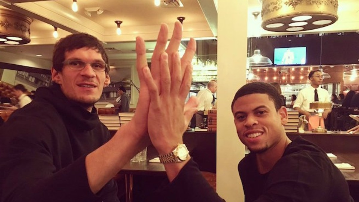Boban Marjanovic compares hands with Ray McCallum.