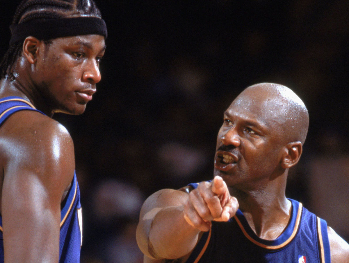 Michael Jordan gives instructions to Kwame Brown.
