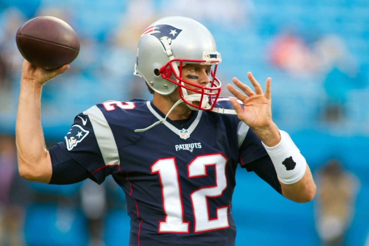 Tom Brady's handspan measures 9.38 inches, which is pretty average for his height (contrary to popular belief).