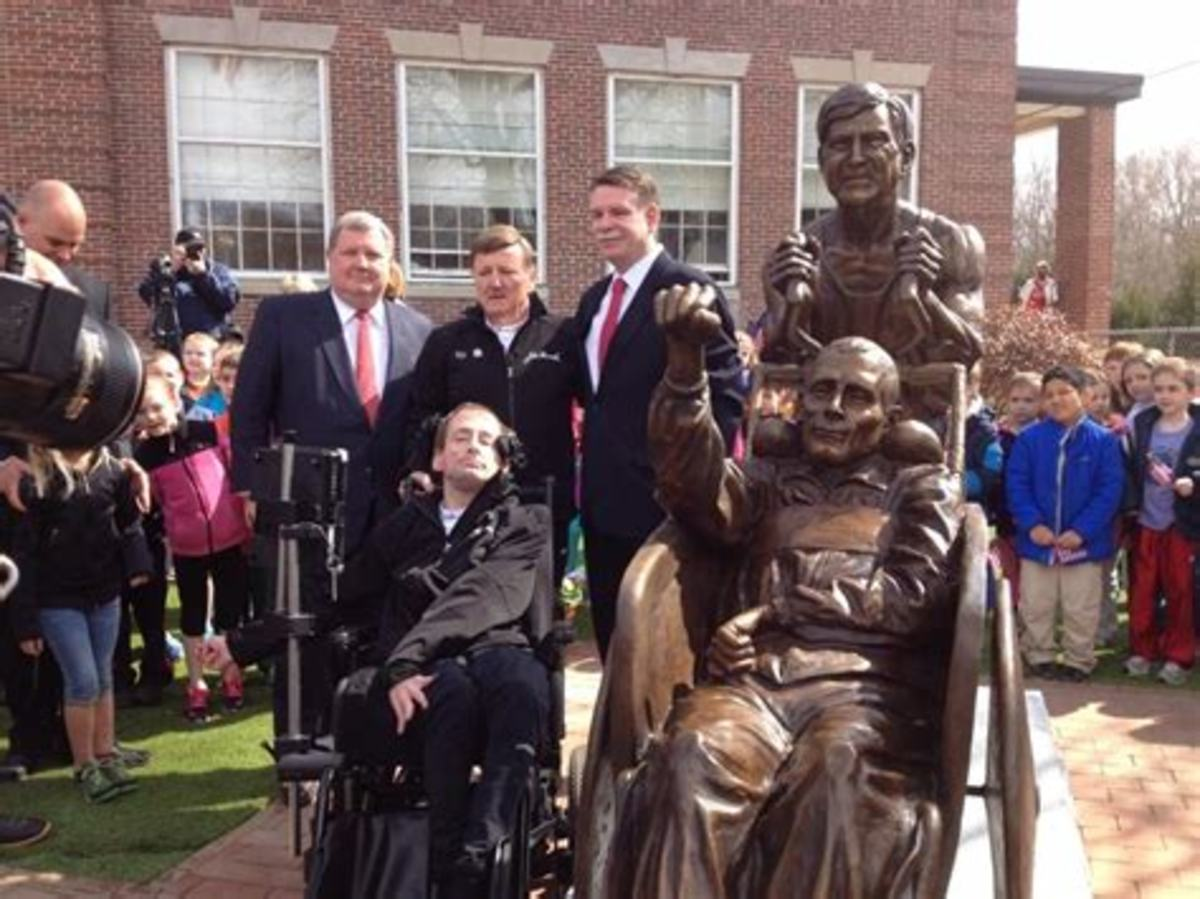 Dick and Rick Hoyt at the dedication for their bronze statue.