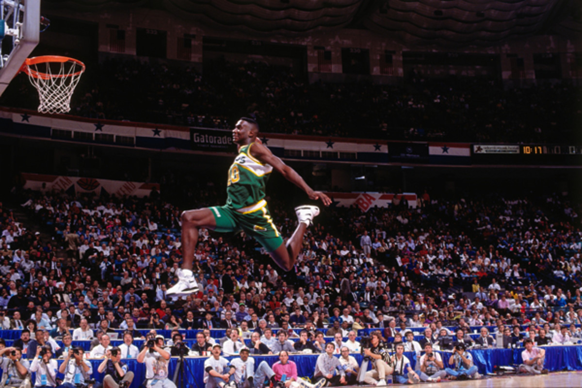Shawn Kemp unleashes his famous bicycle dunk during the Slam Dunk Competition.