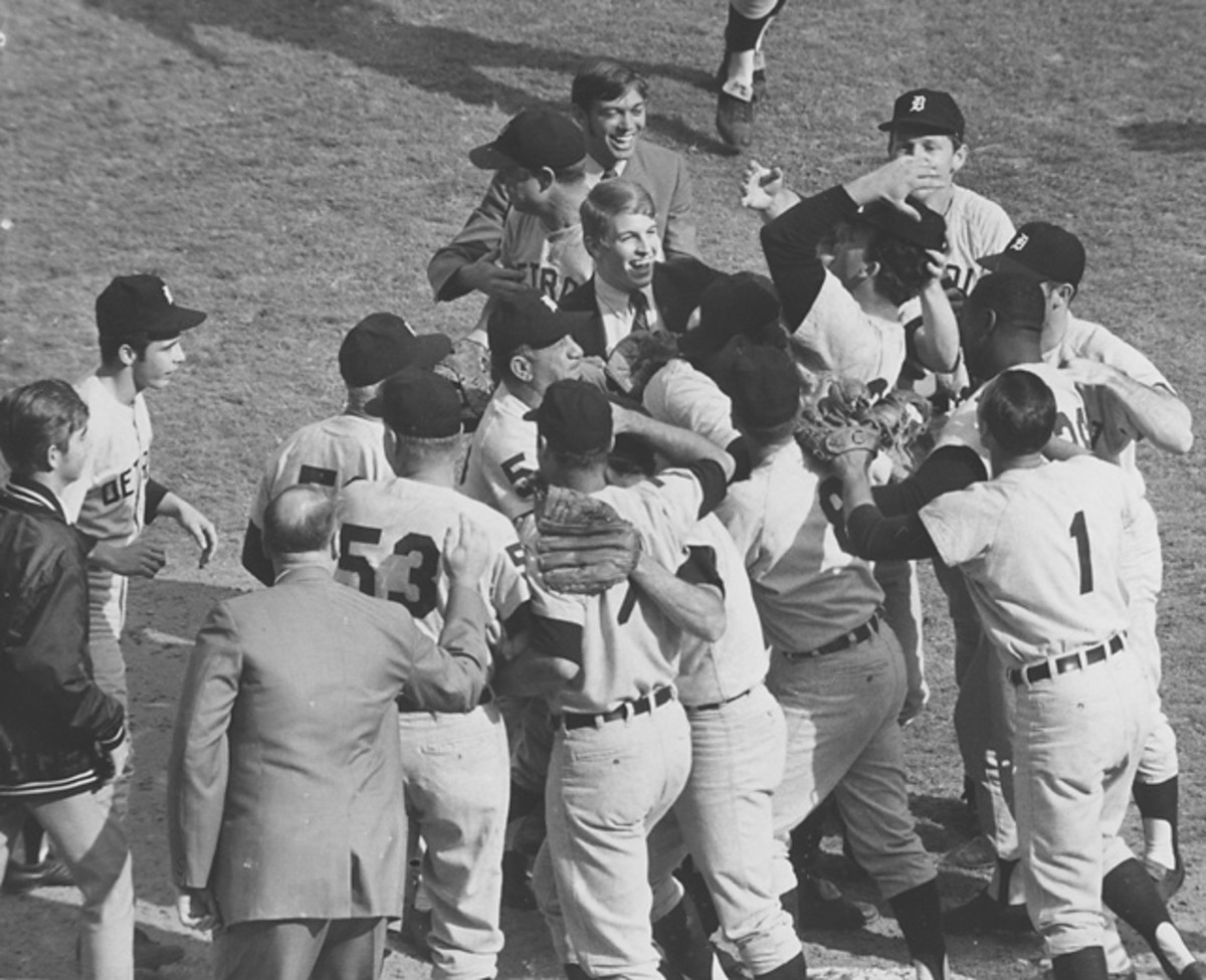 Tiger celebrate after beating the Cardinals in Game 7.