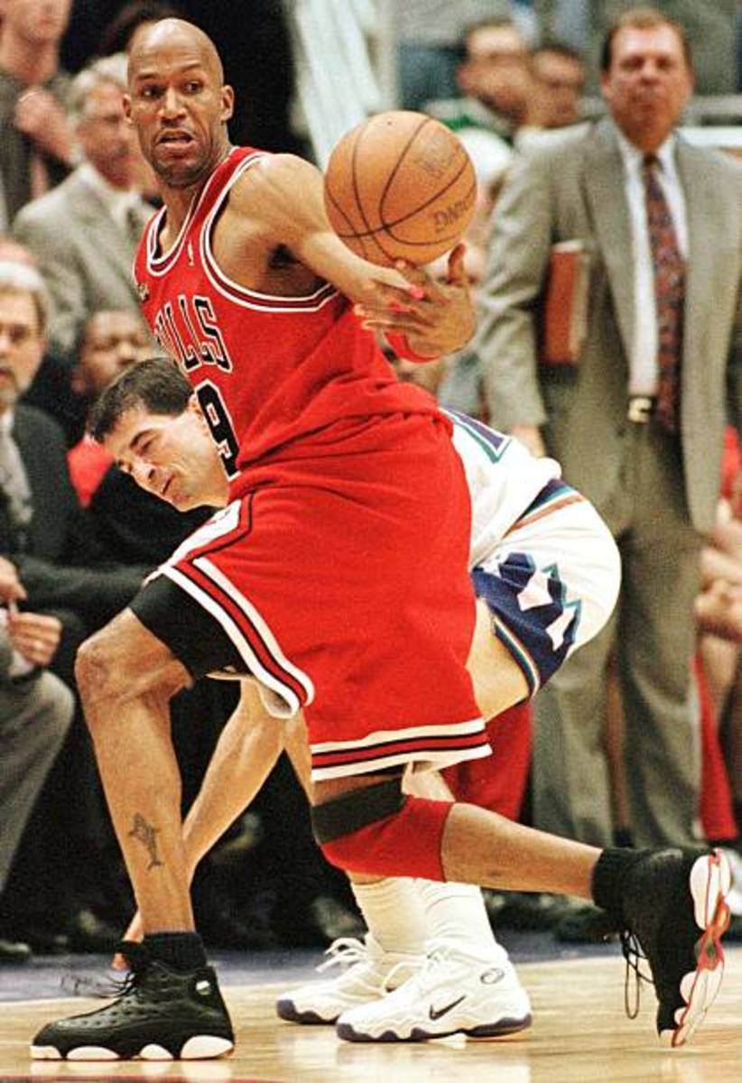 Ron Harper transformer himself from an offensive force to a defensive stalwart with the Chicago Bulls.
