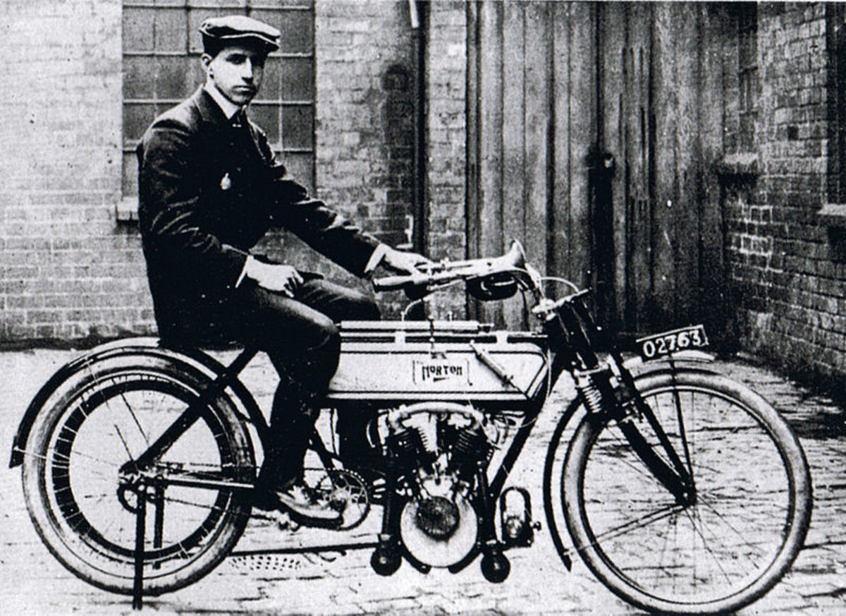 Rem Fowler on his Peugeot-powered Norton in 1907.