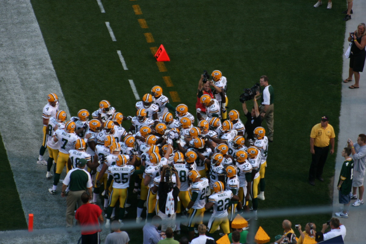 During this game both Brett Favre and Aaron Rodgers took the field.
