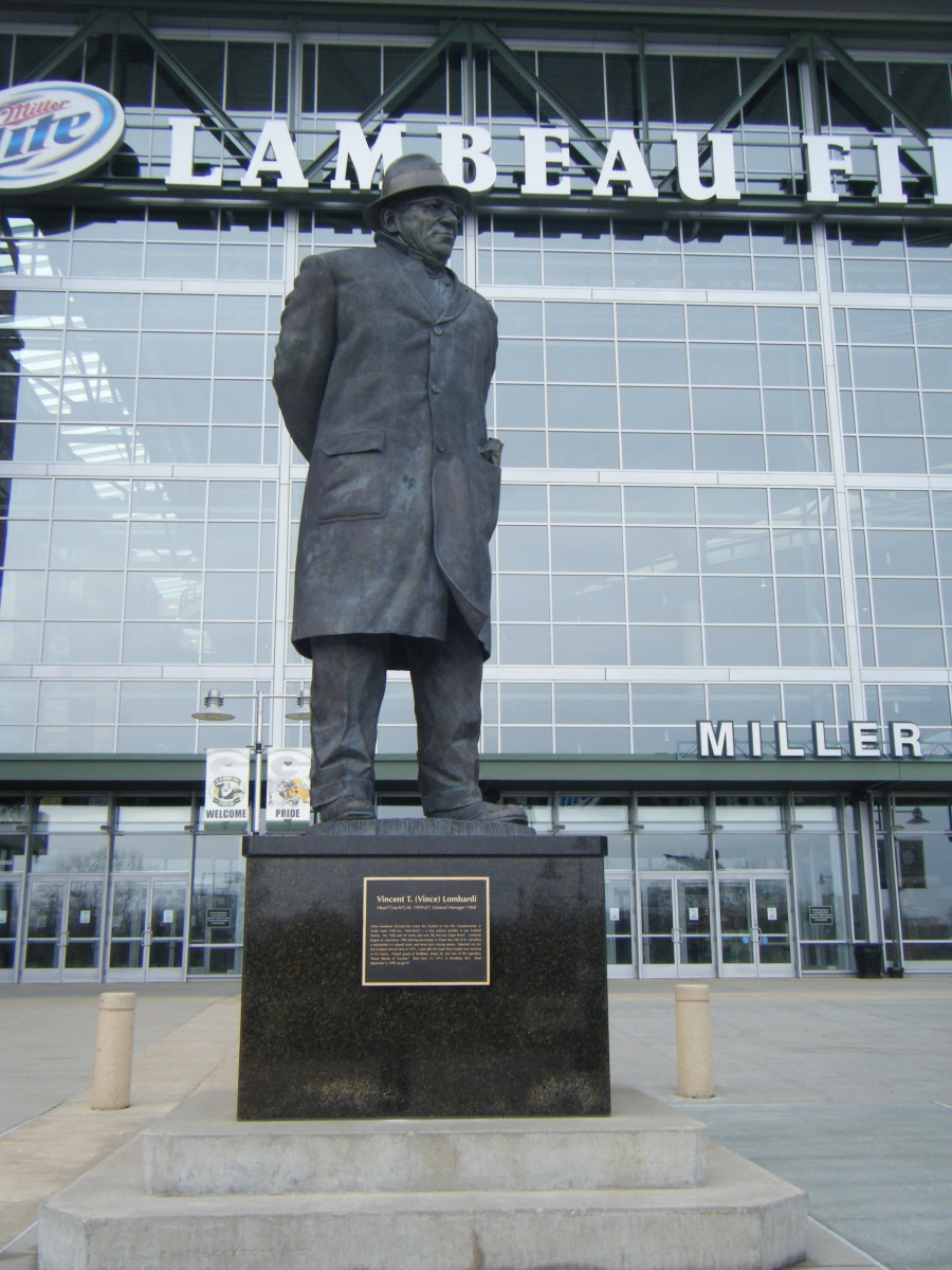 The statute of Vince Lombardi outside of Lambeau Field