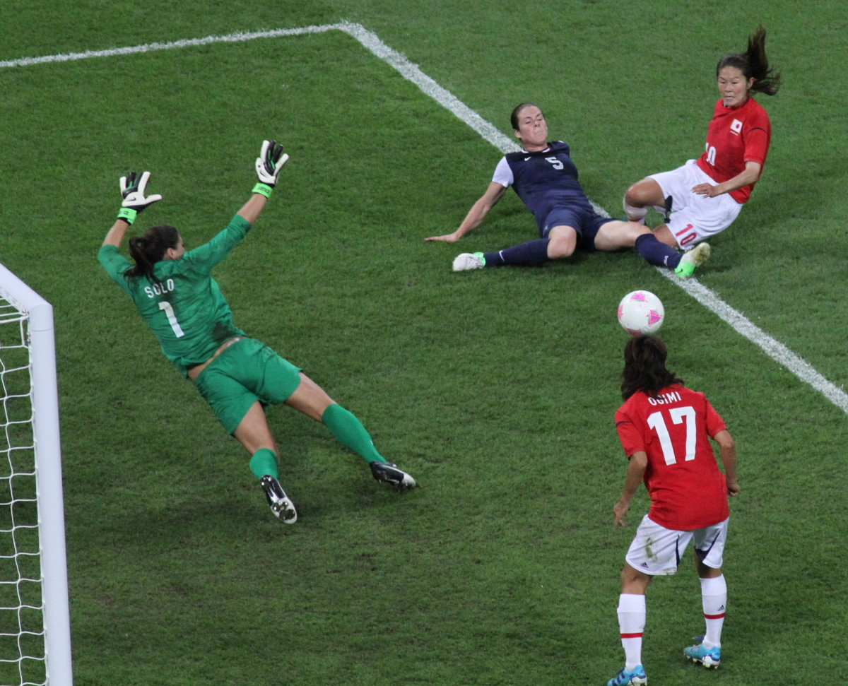 Homare Sawa assists Yuki Ogimi (17) for the goal against Hope Solo 2012.