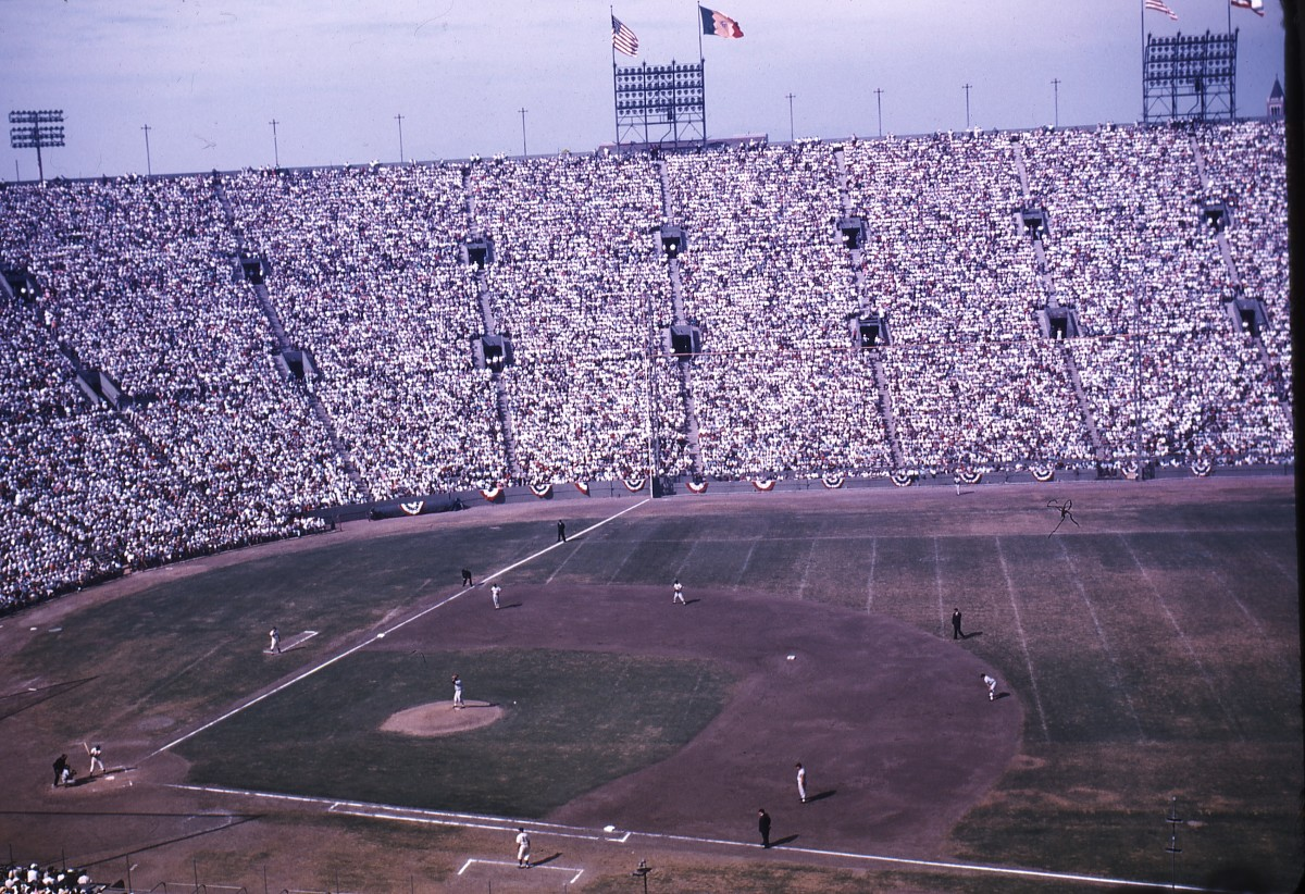 Don Drysdale's pitching helped the Dodgers take a 2-1 lead in the 1959 World Series before Game 4 (pictured above).