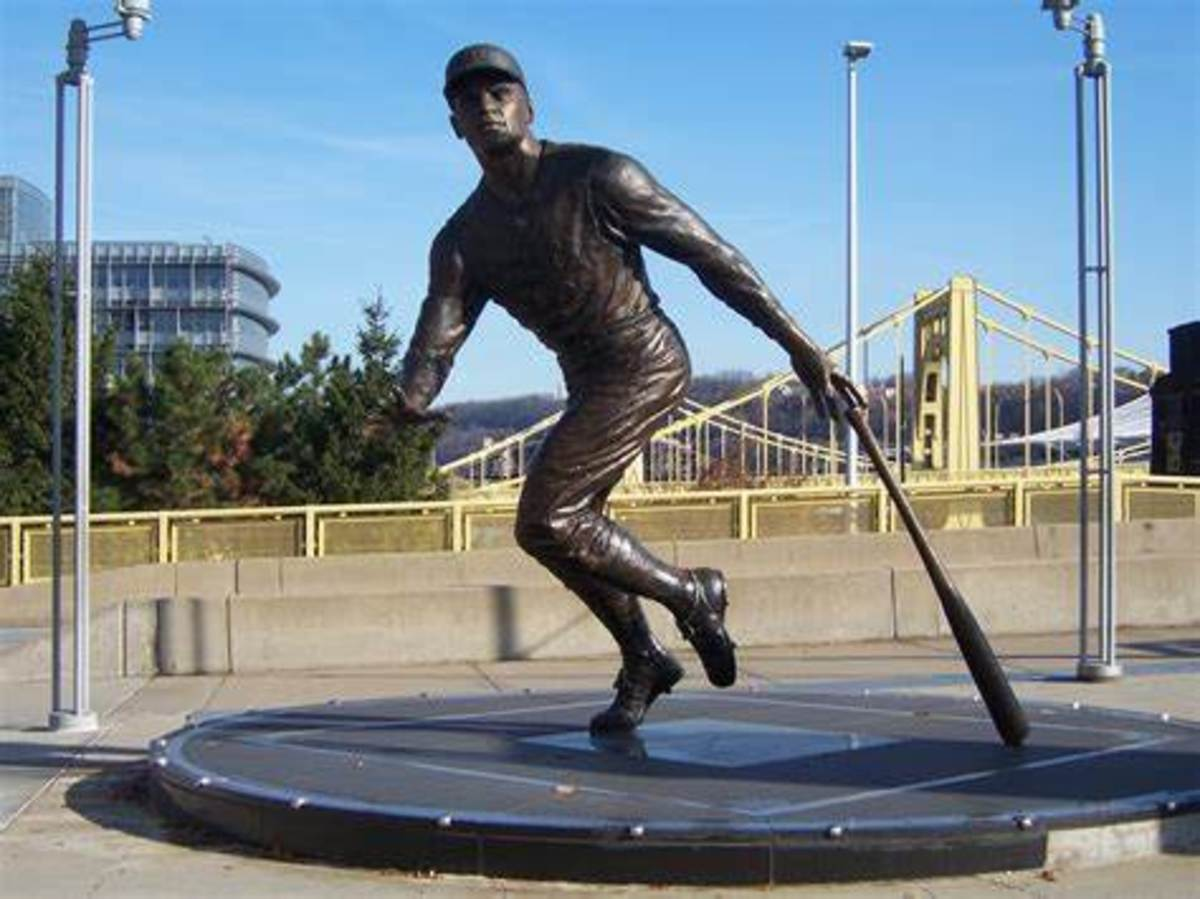 Roberto Clemente's Statue in Pittsburgh