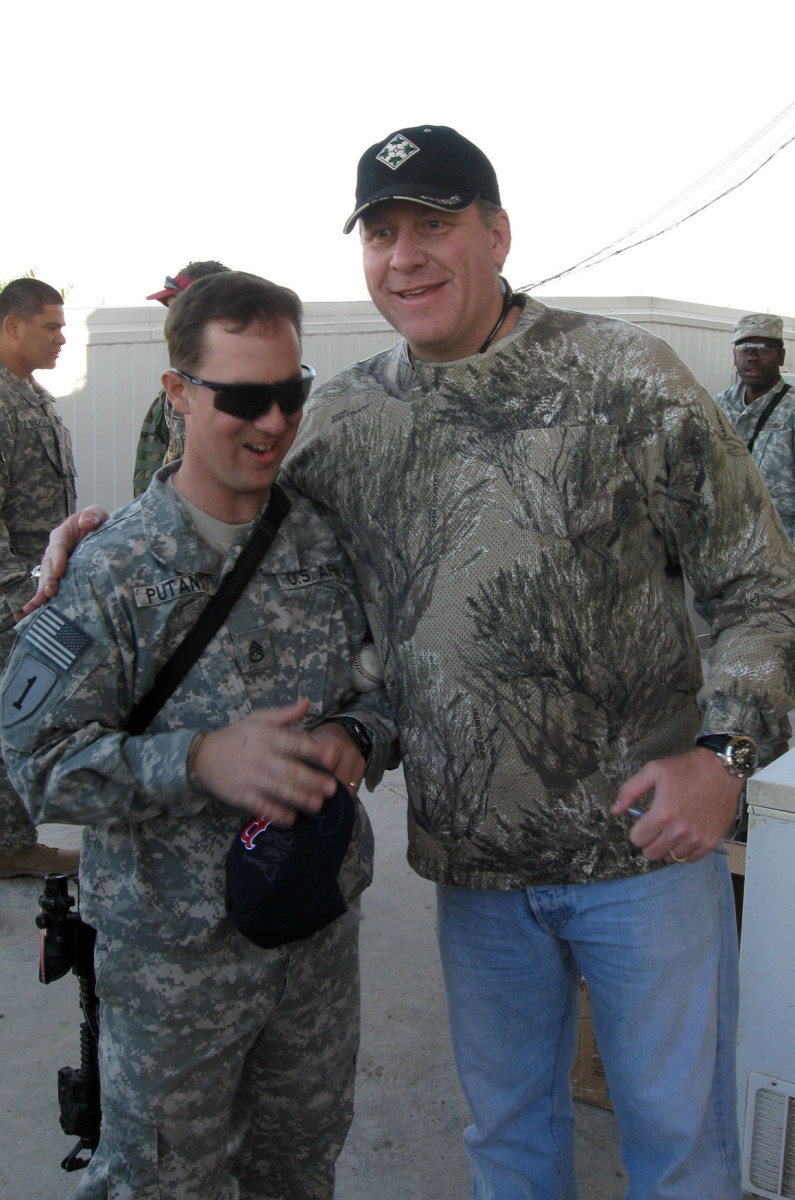 Former Arizona Diamondbacks pitcher Curt Schilling meets with United States military members in Iraq in 2008.