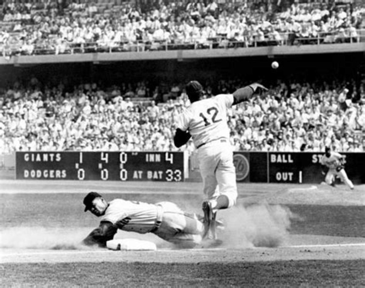 Felipe Alou is forced at 3rd base by Tommy Davis, 4th inning, Game 2.
