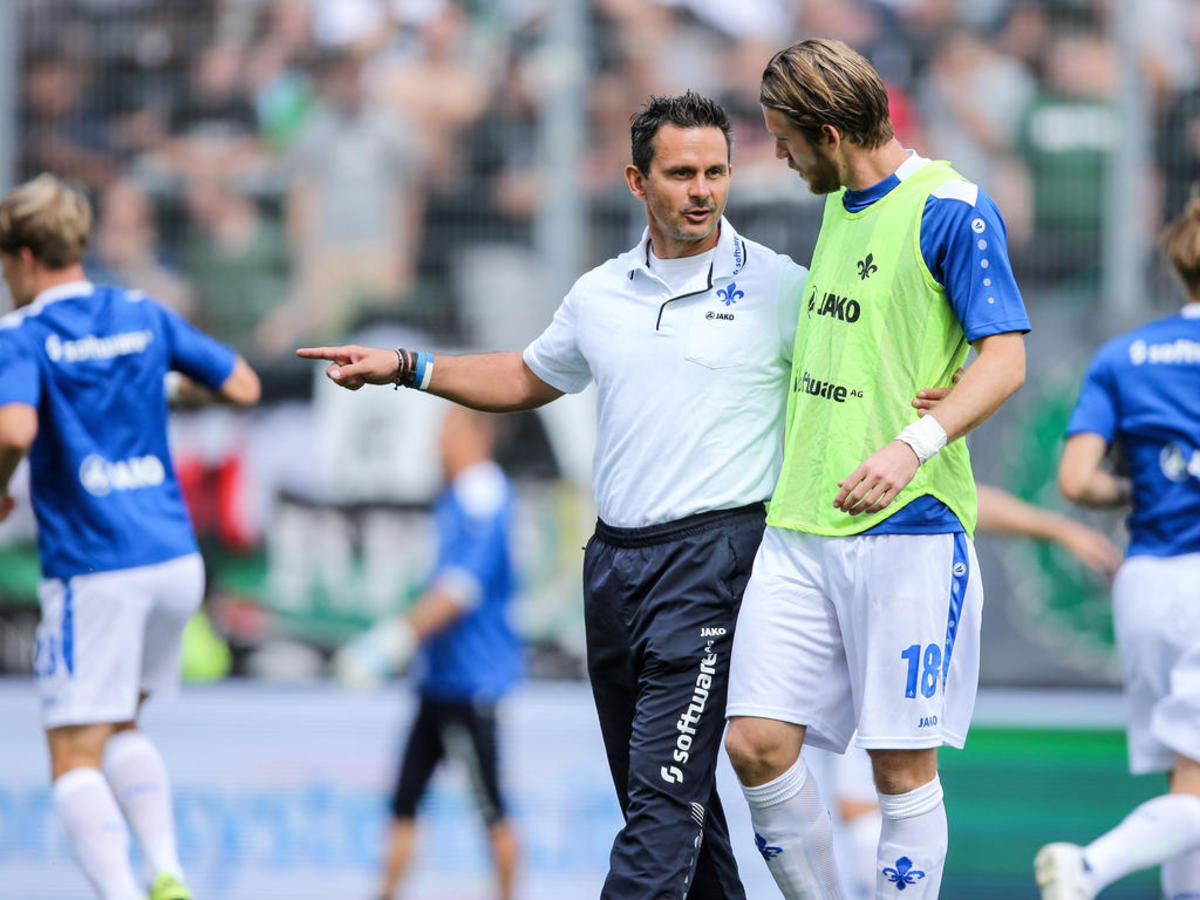 Dirk Schuster consults with defensive midfielder Peter Niemeyer prior to SV Darmstadt 98's match against Hannover 96 on Aug. 15, 2015 at Stadion am Böllenfalltor. This match, a 2-2 draw, was the club's first Bundesliga match in 33 years.