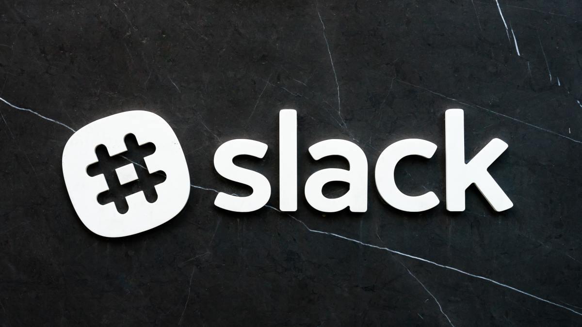How to set up an away message via Slack.
