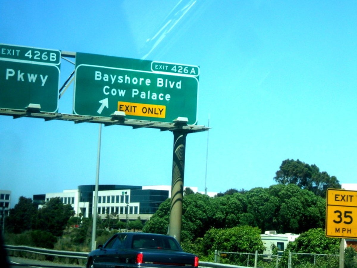 Freeway exit from US 101 South indicating the turnoff for Cow Palace
