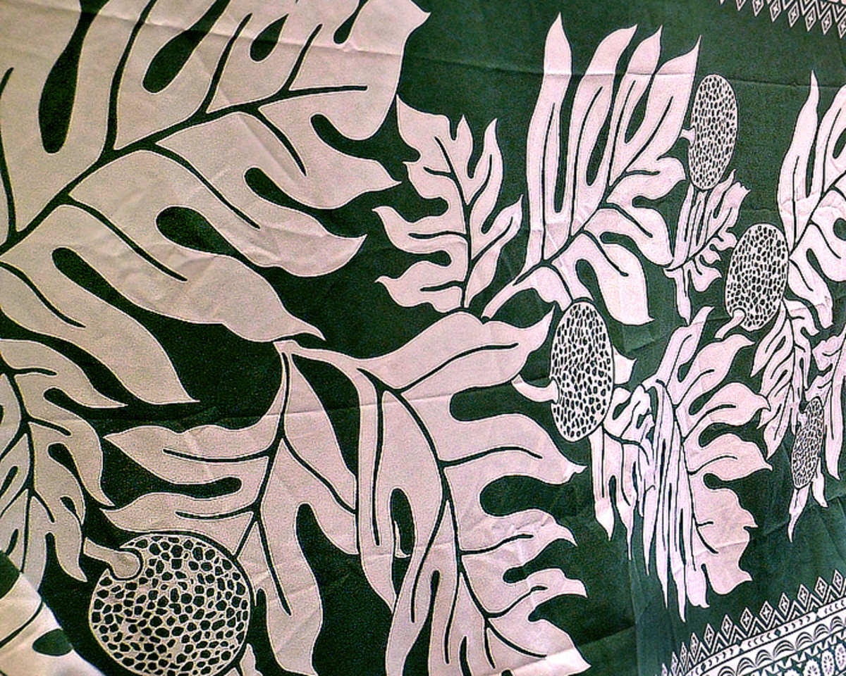 Hawaiian print sarong featuring beautiful 'ulu leaves and fruits.