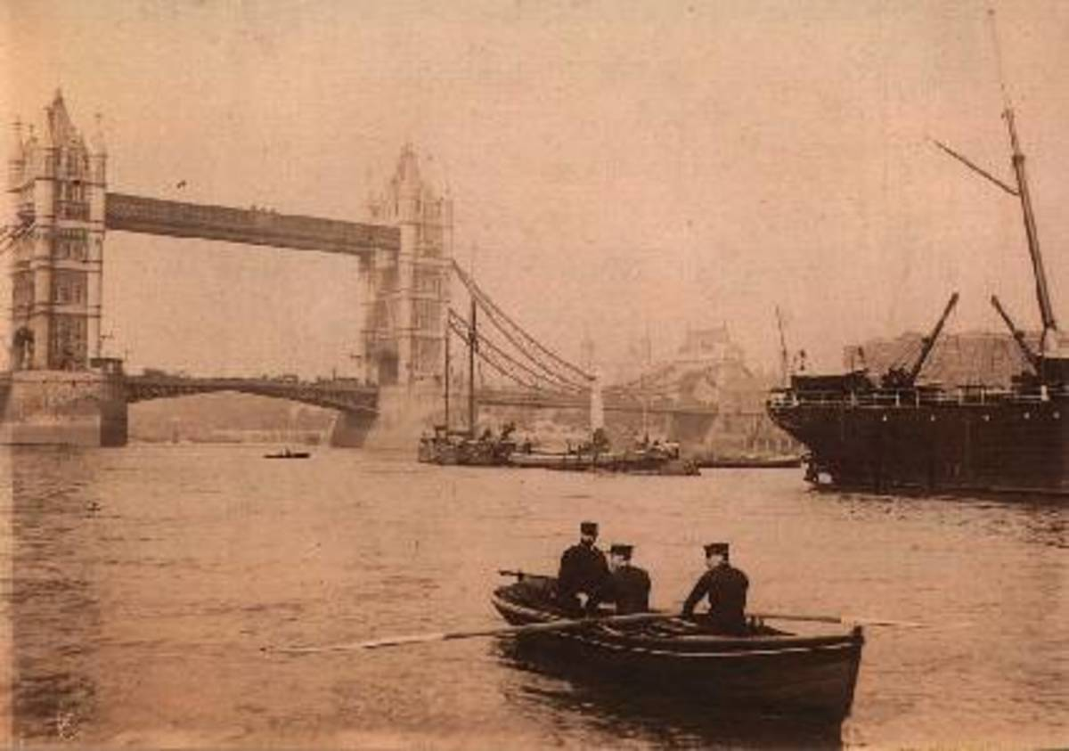 Police patrol the Thames in about 1900.