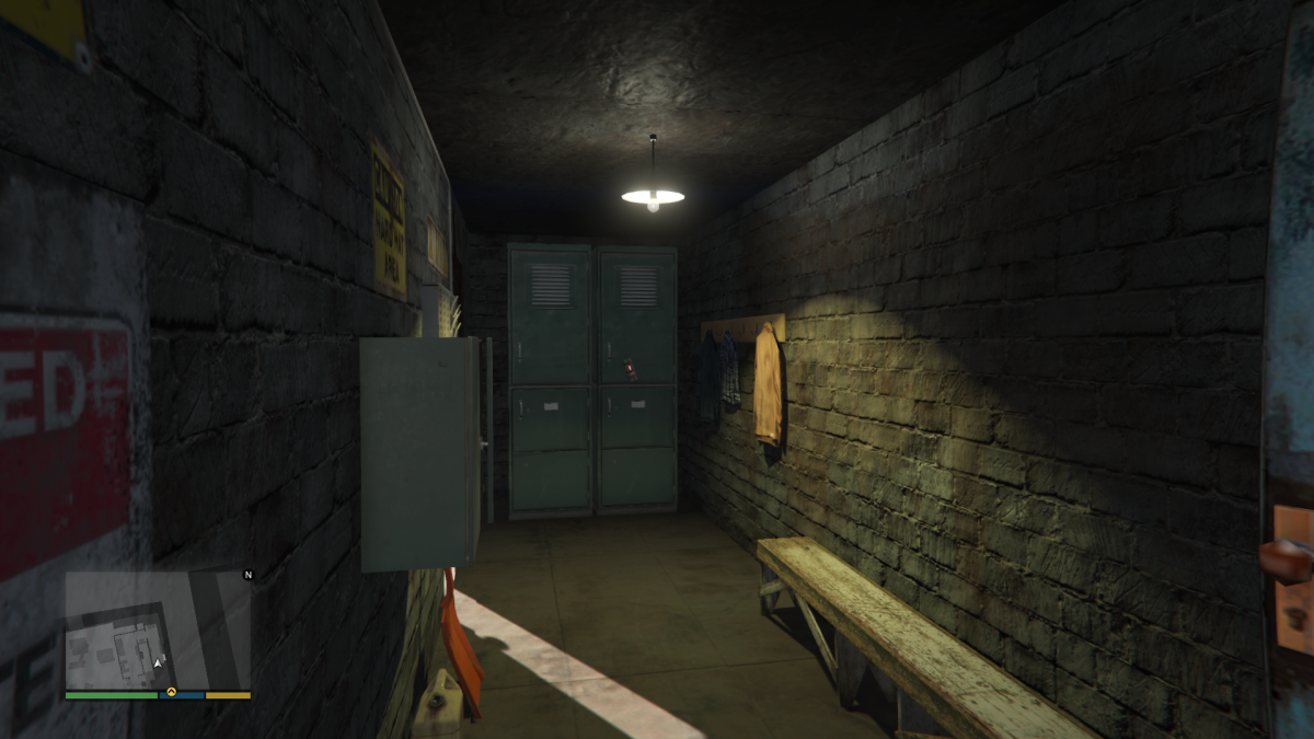The corner where Lookout Team (inside the entrance Ground Team is suppose to go) where you can hold off raiding enemies in comfort. (Note: This screenshot was taken during option C in Single Player. Would be nice if R* opened interiors in Online...)