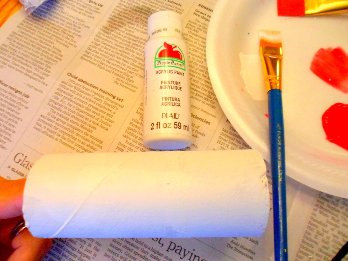 Paint the outside of the toilet paper roll white.