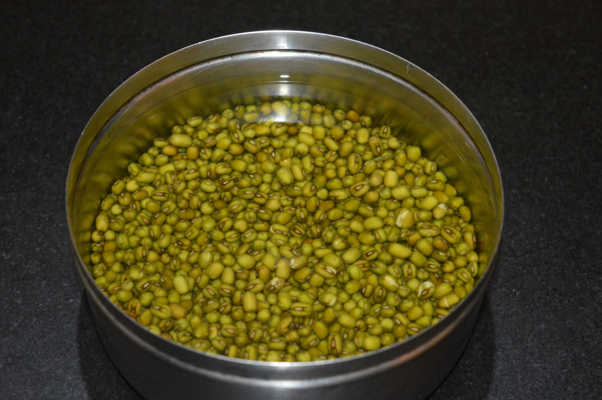 Step one: Soak dried mung beans in water for 2 hours