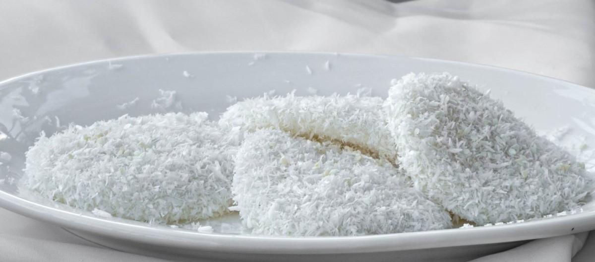 Filipino palitaw (rice cakes)