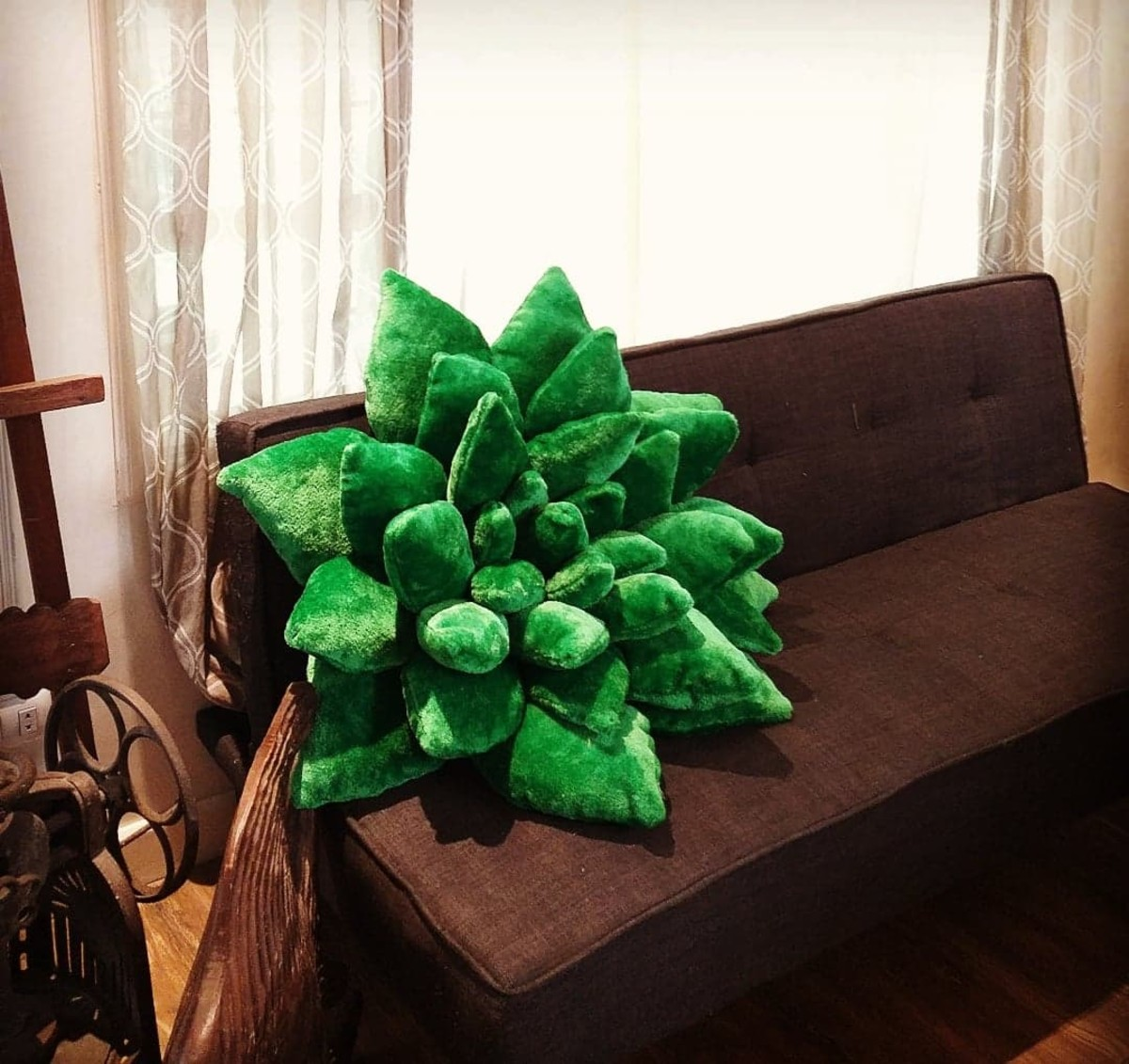 step-by-step-tutorial-on-how-to-make-giant-succulent-pillows