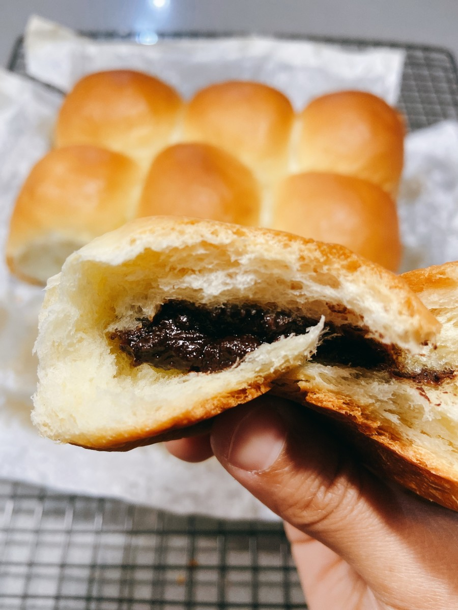 The filling in these buns is so chocolaty!