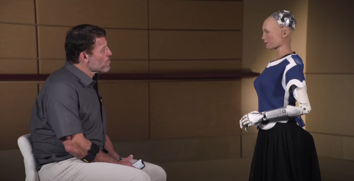 In 2019 Sophia traveled to Palm Beach, Florida, to meet with life and business strategist Tony Robbins during his Date With Destiny event.