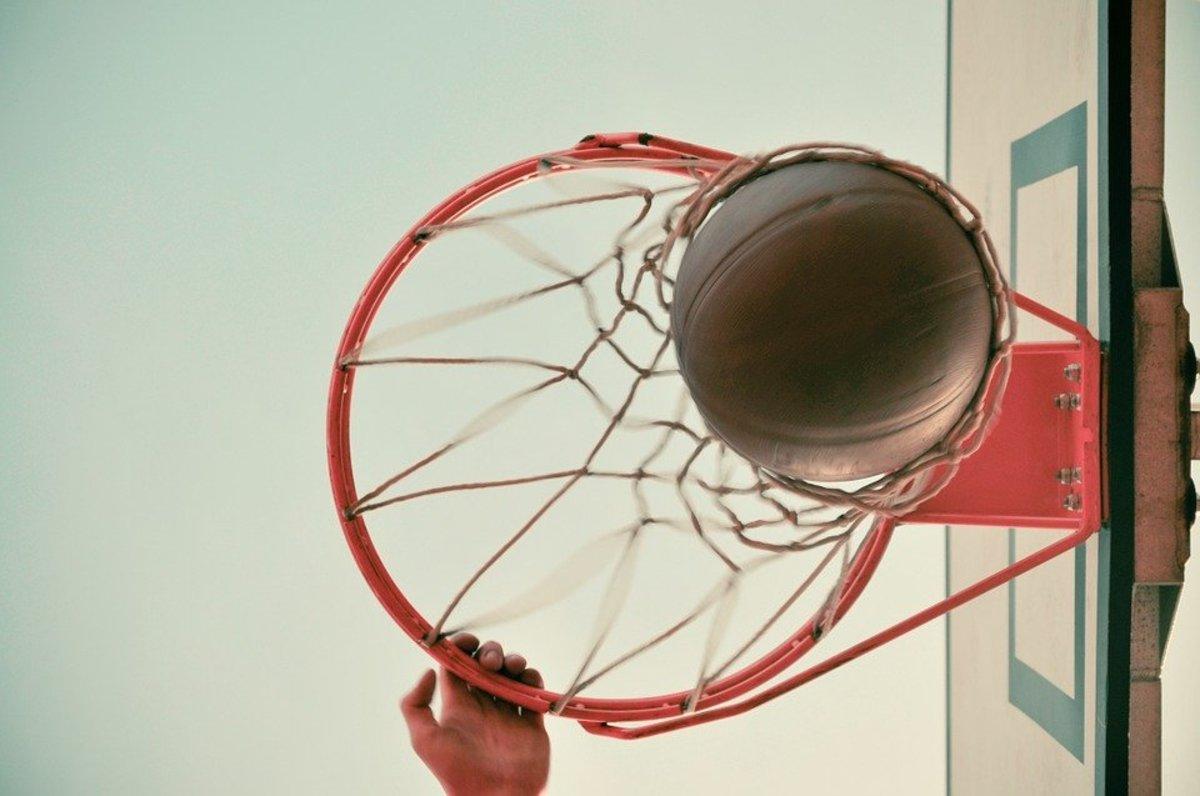 Polycarbonate Vs Acrylic: Which Basketball Backboard Should I Use?
