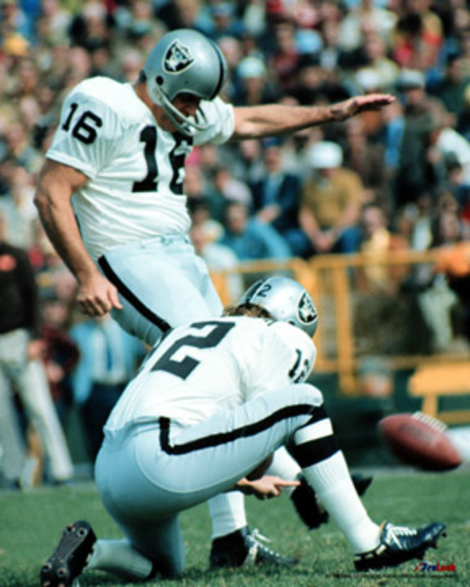 Blanda kicking for the Raiders; he was traded to the team in 1967 at age 39.