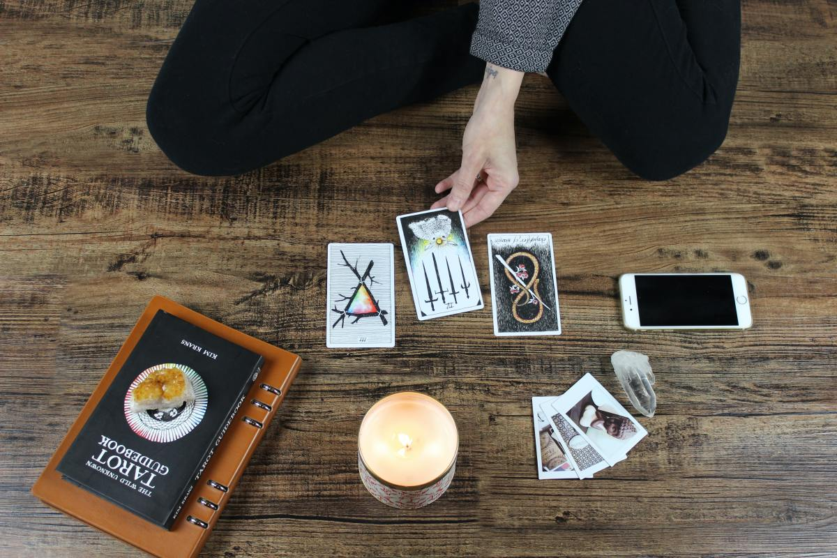 Myths and Facts About Tarot Decks and Readings