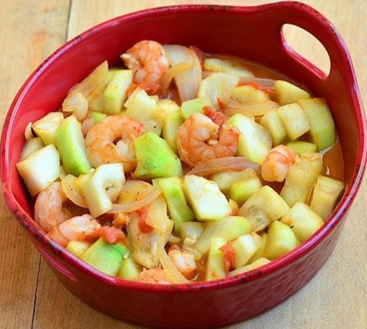 Ginisang upo at hipon (Filipino stir-fried upo squash with prawns)