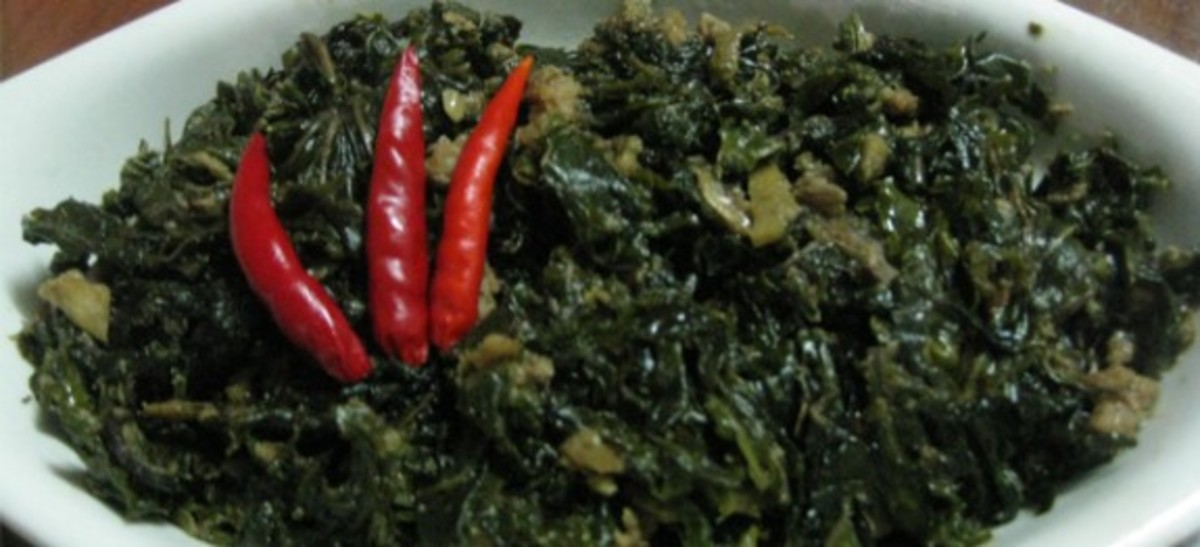 Ginataang dahon ng gabi (taro leaves simmered in coconut milk)