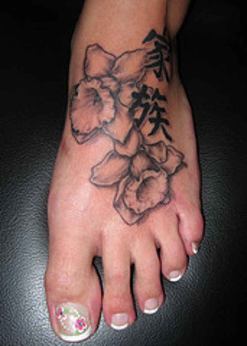 Here are some great foot Tattoo ideas.  Flower tattoos for the foot perfect for women!