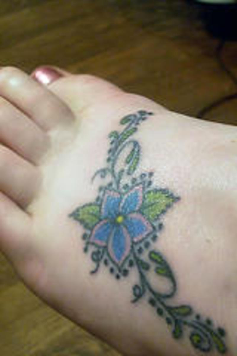 Here are some great foot Tattoo ideas.  Flower tattoos for the foot perfect for women