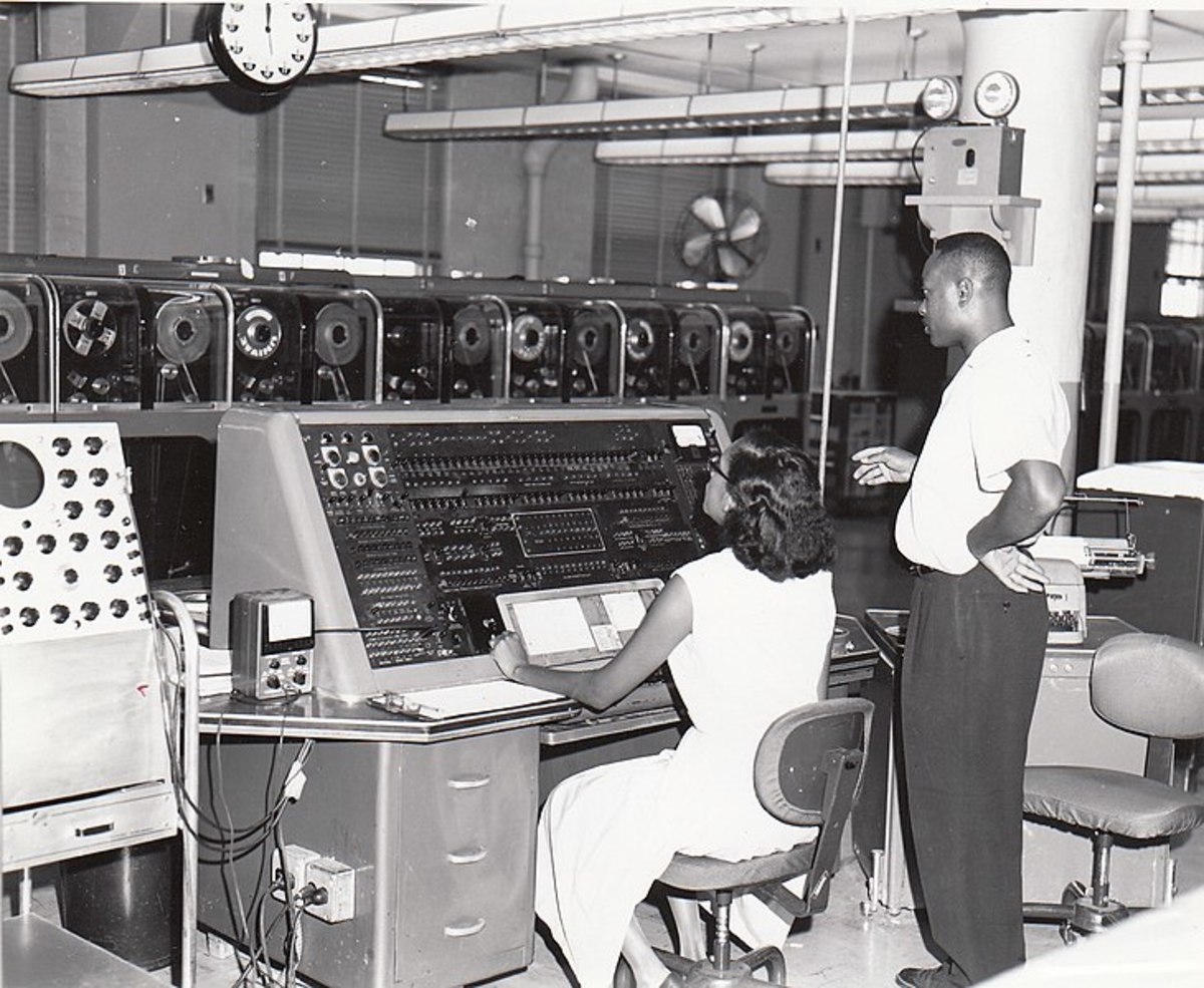 Two operators at the Census Bureau in 1960 using the new computer.