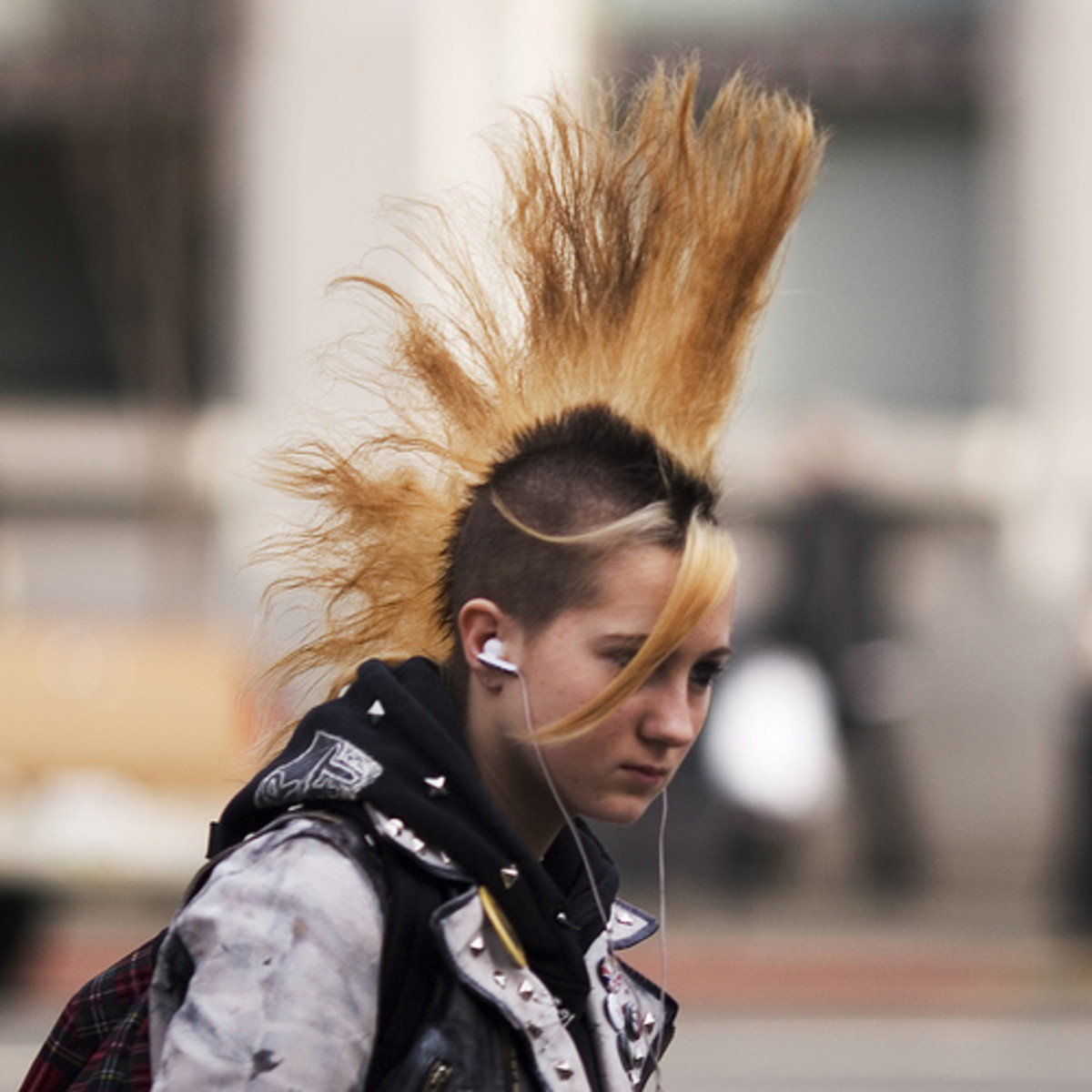 unimohawk hairstyle for punk women