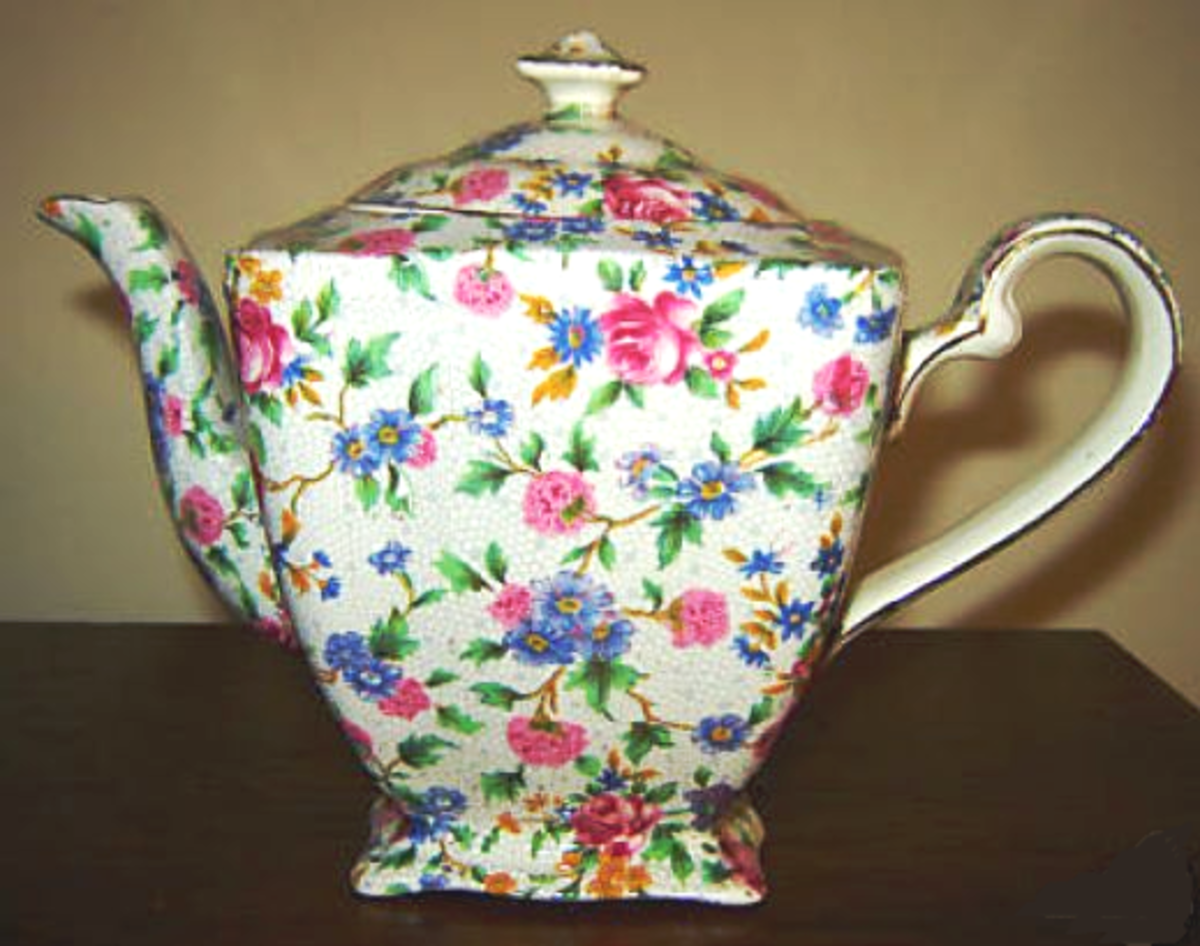 Roses join with other flowers on this Old Cottage Chintz teapot.